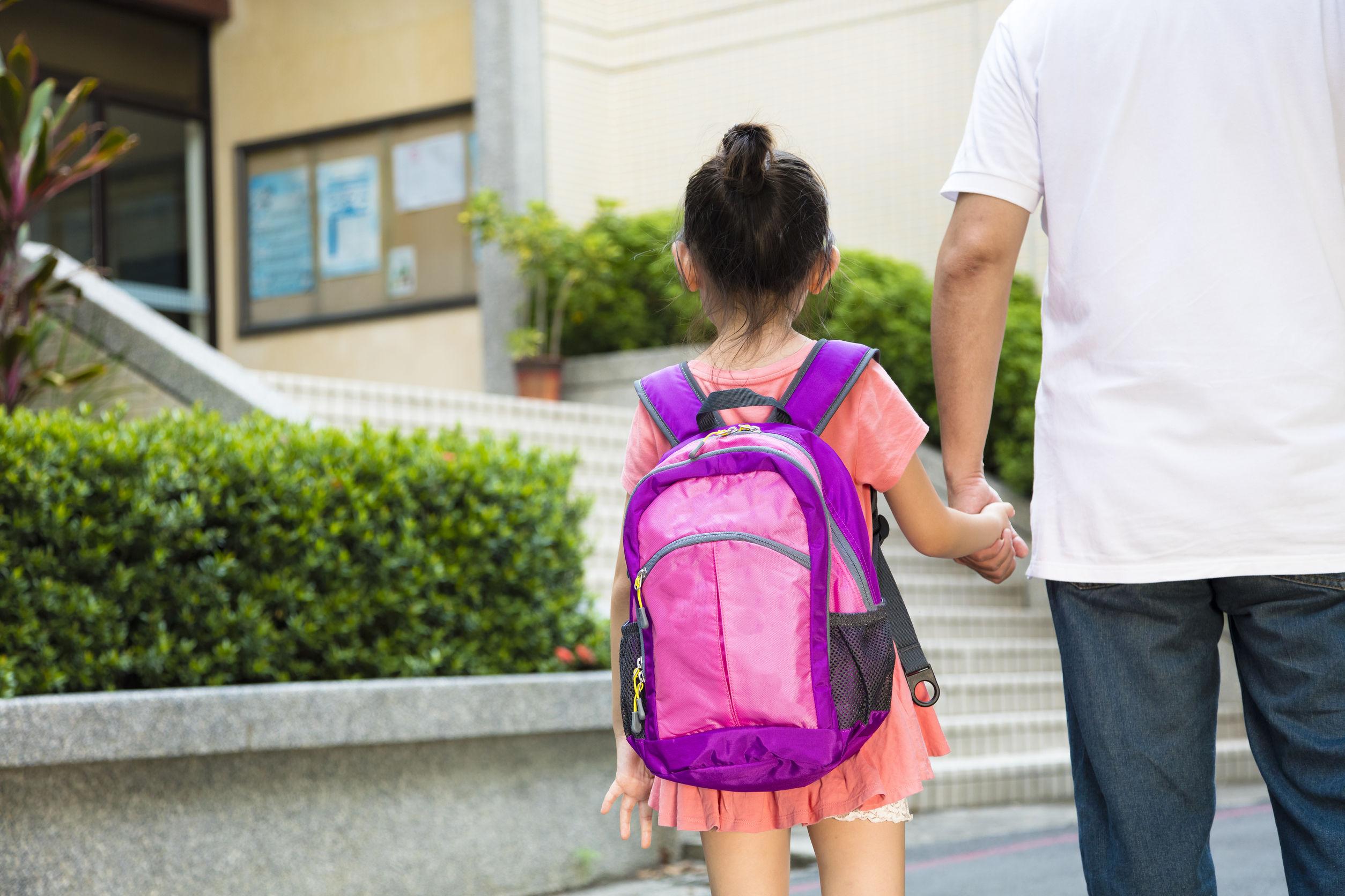 ayudar a tu hijo a adaptarse a su nueva escuela