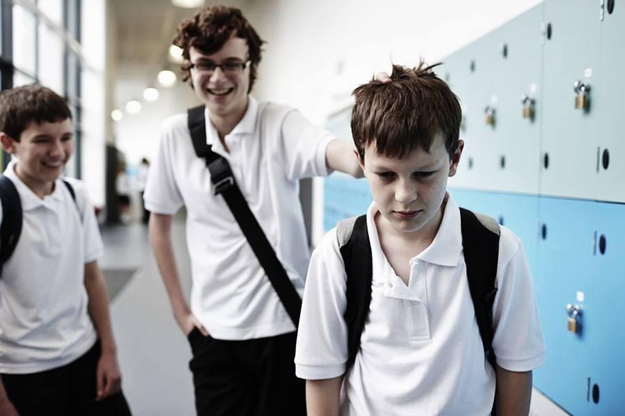 como cambiar de escuela a mi hijo por bullying